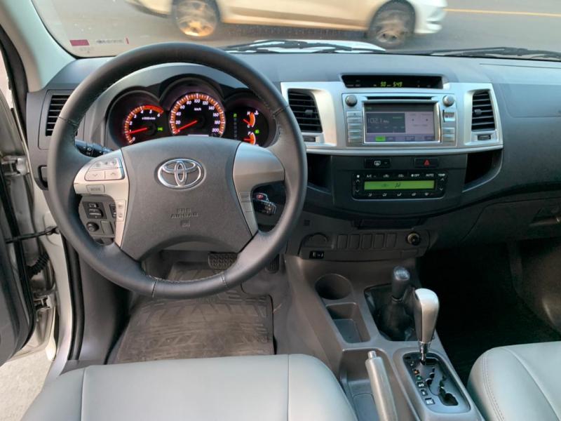 TOYOTA Hilux CD SRV D4-D 4x4 3.0 TDI Diesel Aut PRATA Automático Diesel 2013
